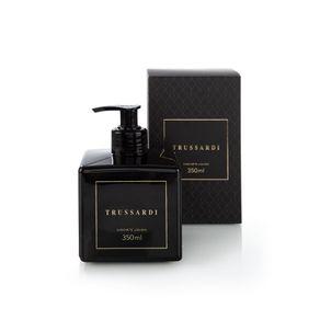 Kit-de-Aromas-Trussardi-Sache-Perfumado-com-Vela-e-Sabonete-Liquido-Nero