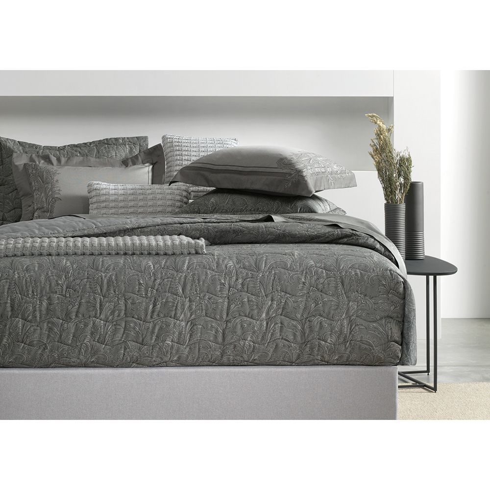 Colcha-King-Trussardi-2-Porta-Travesseiros-300-Fios-Cetim-Arenella